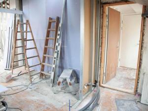 Qui doit souscrire un contrat d'assurance travaux de maison ?